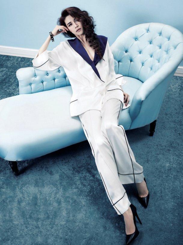 han_hye_yeon_by_kim_sangon_pajama_dressing_harper__s_bazaar_korea_january_2012_4