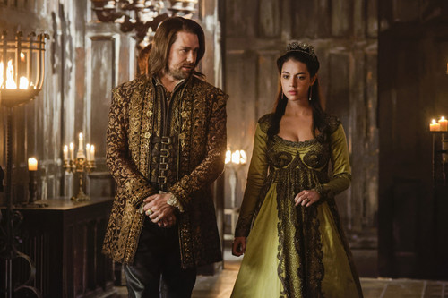 Reign-The-Shakedown-4x12-promotional-picture-reign-tv-show-40417386-500-333